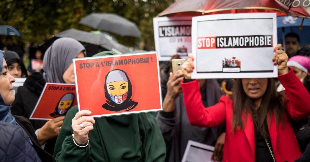 Parigi, il corteo sull'islamofobia ora imbarazza la gauche