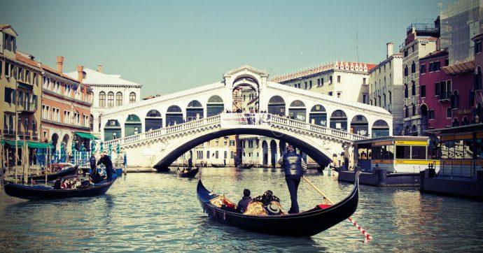 """Venezia """"allagata per il 70% della superficie"""": attesa in laguna acqua alta eccezionale di 155 cm"""
