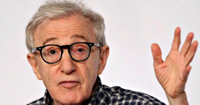 """Woody Allen pubblica la sua biografia: """"Gli abusi su mia figlia? Le appoggiai la testa sul grembo, era una cosa del tutto innocua e non morbosa"""""""