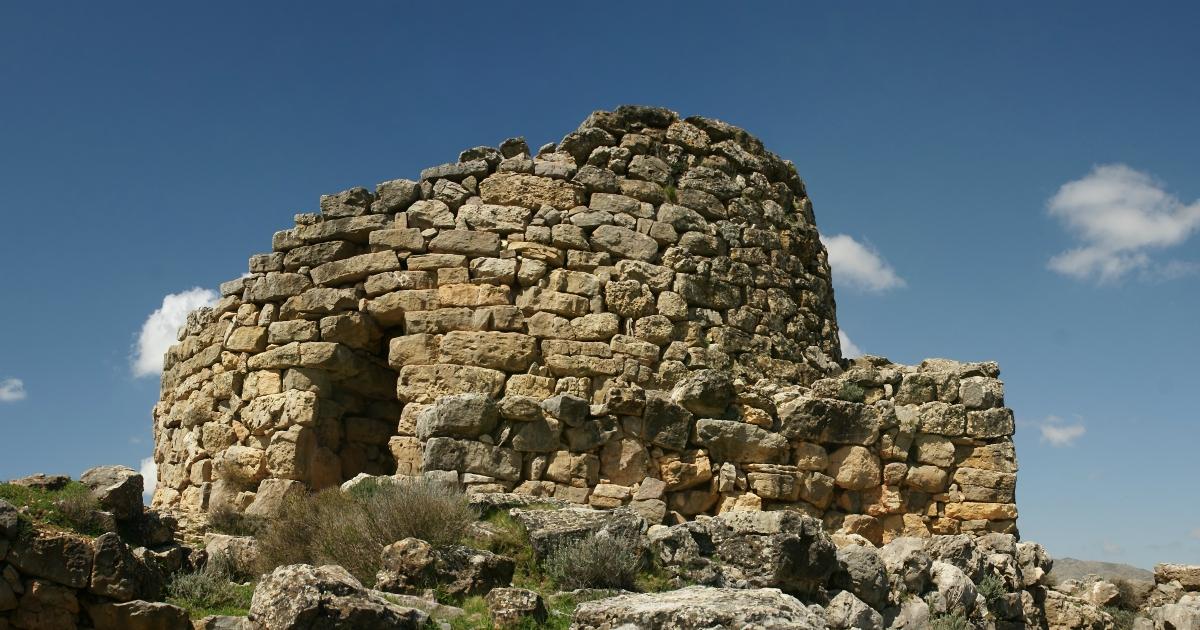 Solinas ha un'idea per promuovere la Sardegna: costruire nuraghi in giro per il mondo