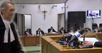 Il video: Berlusconi (testimone) sceglie il silenzio e non risponde ai giudici