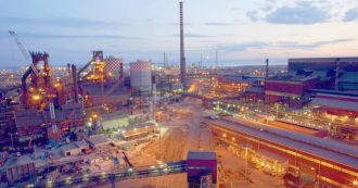 Ilva, ArcelorMittal insiste: ordina di spegnere l'altoforno 2 e deposita l'atto per il recesso