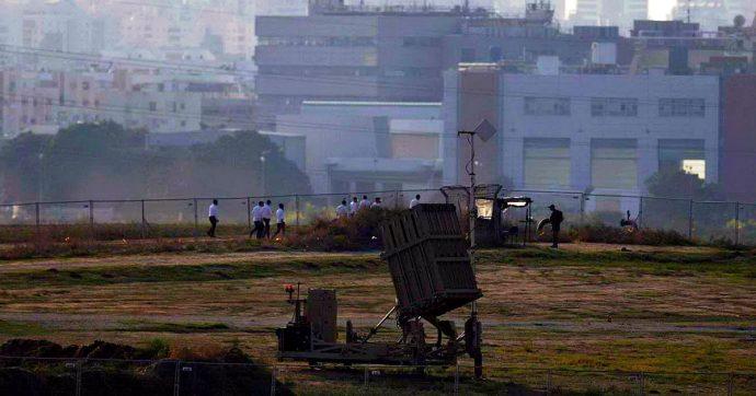 """Gaza: in raid israeliani morti 24 palestinesi, anche un bambino. Tel Aviv: """"Da Gaza sparati 200 razzi in 24 ore"""""""
