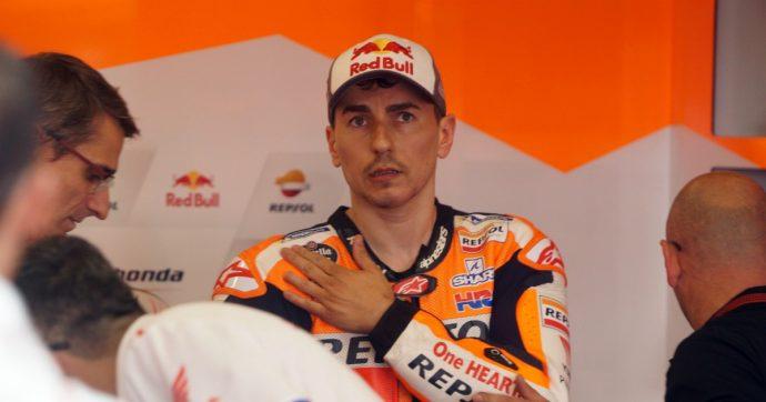 """Jorge Lorenzo lascia la MotoGp, l'annuncio in conferenza stampa a Valencia: """"Qui correrò la mia ultima gara, è molto difficile per me"""""""
