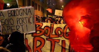 """Salvini a Bologna: 2mila al corteo dei centri sociali, idranti della polizia sui manifestanti. Gli slogan: """"Città non merita chi semina odio"""""""