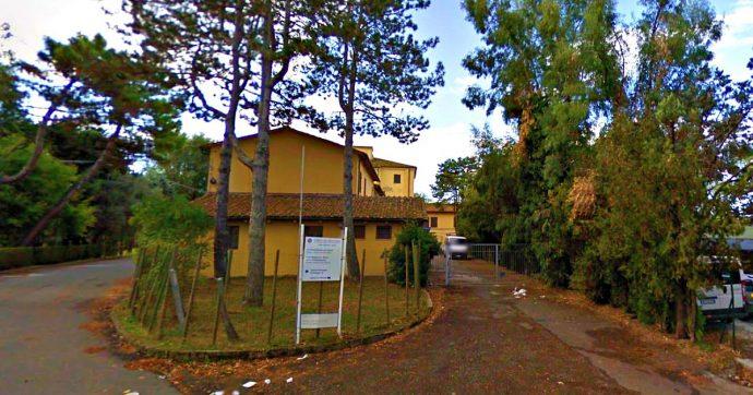 """Pisa, """"schiaffi e minacce nel centro disabili"""": 17 imputati. Il gup condanna il direttore: """"Sapeva delle vessazioni"""". Ma è ancora al suo posto"""