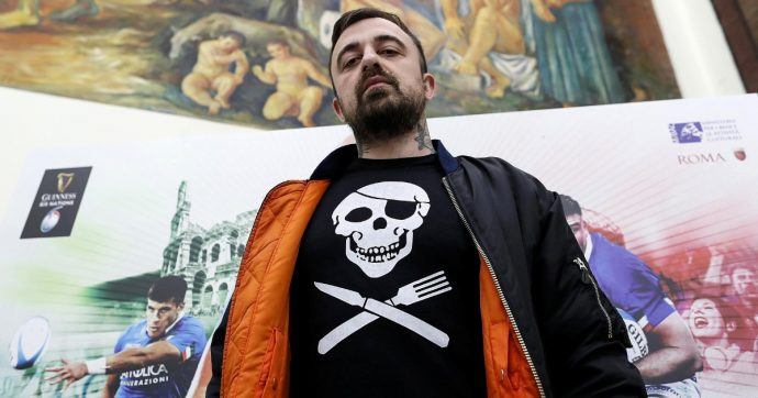 """Chef Rubio e l'attacco a Salvini: """"Ma sei più per il candelabro a sette braccia o pe'r cuore sacro de Maria? Sembri confusoh oltre che intrippatoh"""""""
