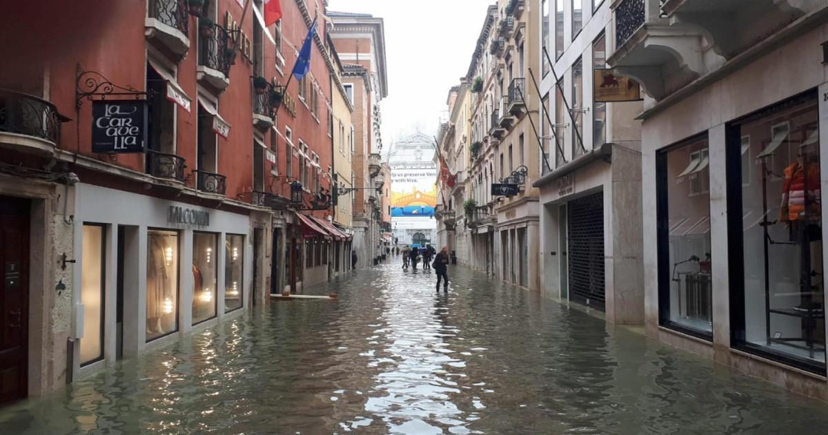 """Nel cuore di Venezia, i danni e le ferite: """"È una guerra persa"""""""