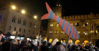 """Bologna, nasce il """"manifesto delle Sardine"""" anti-Lega: """"Cari populisti la festa è finita. Per troppo tempo vi abbiamo lasciato campo libero"""""""