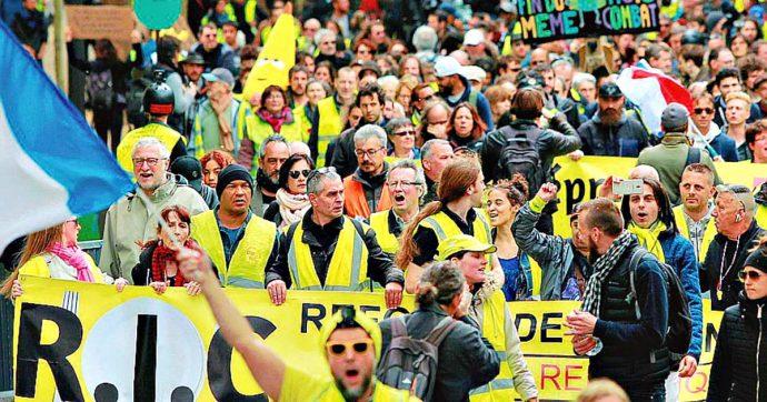 Gilet gialli, tensioni e scontri con la polizia nel primo anniversario: 61 fermi a Parigi