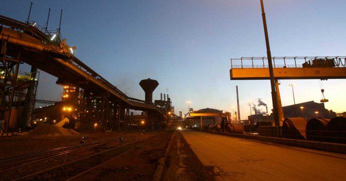 """Ilva, Mittal ferma il treno nastri """"per mancanza di ordini"""". Fiom Cgil: """"Stanno portando in altri impianti le bramme e il portafoglio clienti"""" - Il Fatto Quotidiano"""