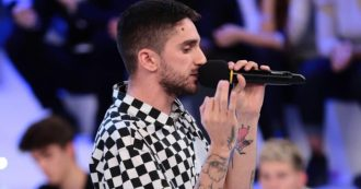"""Amici 19, la commissione speciale convocata da Maria De Filippi ammette il rapper Skioffi. Scoppia la polemica: """"Testi terrificanti"""""""