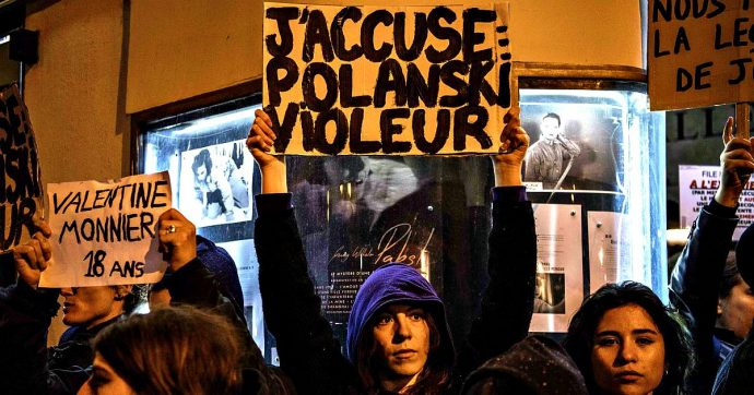 """La Francia """"processa"""" Polanski, J'accuse diventa J'abuse: proteste contro il film (che per il #MeToo ha già perso il Leone d'oro)"""