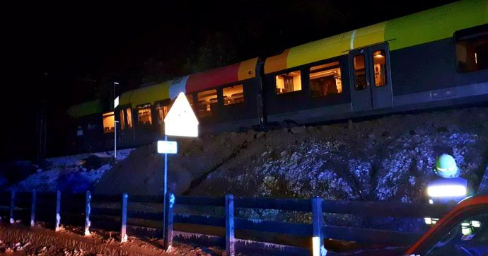 Maltempo, Alto Adige: treno deraglia per una frana in val Pusteria. A Orbetello tromba d'aria distrugge mille pini