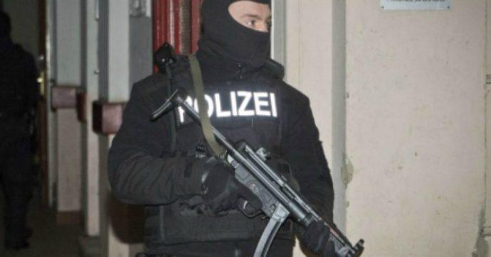 Berlino, arrestato 37enne sospettato di terrorismo: cercava informazioni online su come costruire una bomba