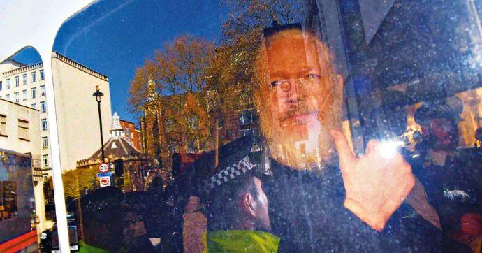 Julian Assange, archiviata l'indagine per stupro: la Svezia si sfila, resta solo la richiesta di estradizione degli Usa