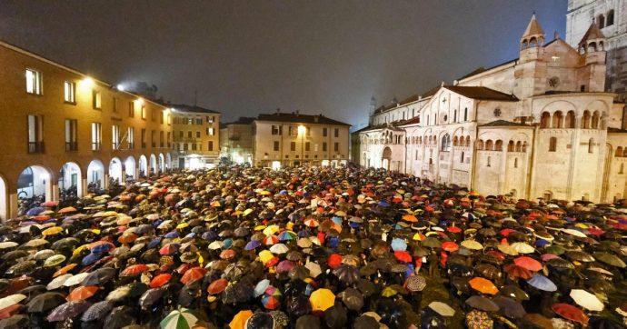 Sardine, dopo il successo di Bologna e Modena il movimento cresce: migliaia di adesioni da Milano a Genova, da Firenze alla Puglia