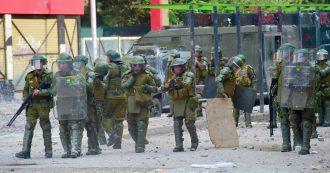 """Cile, Amnesty: """"Politica deliberata per colpire i manifestanti. Violazioni dei diritti umani delle forze di sicurezza: torture e violenze sessuali"""""""