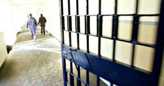 """Coronavirus, nelle carceri la paura degli agenti di polizia penitenziaria: """"Ci hanno dato le mascherine di carta rifiutate dalle Regioni"""""""