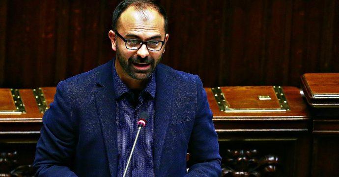 Maturità 2020, ministro Fioramonti firma decreto: torna tema di storia, abolite buste per l'orale