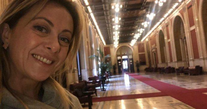"""Giorgia Meloni, lo scivolone sui social: """"Tutti a casa di giovedì i moralizzatori grillini?"""". Ma Giuliodori (M5s): """"Hai sbagliato piano"""""""