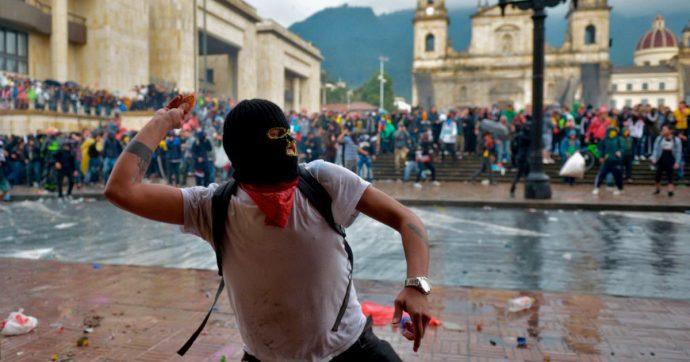 Colombia, sciopero generale e scontri in varie città: 3 dimostranti morti, quasi 300 i feriti