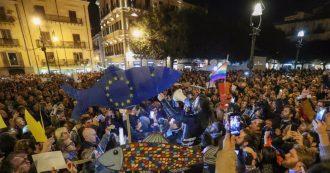 """Sardine, folla in piazza a Palermo: """"Basta odio e bugie, ci siamo svegliati"""". E canta 'Bella ciao'"""