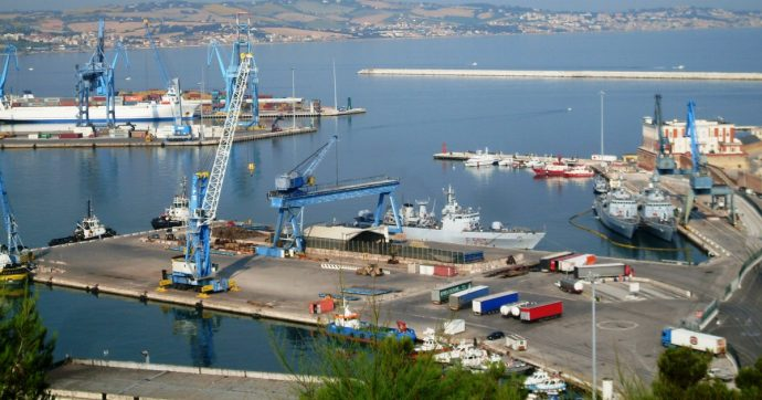 Ancona, trovato in mare il cadavere di una 30enne irlandese: faceva parte dell'equipaggio di uno yacht battente bandiera delle Cayman
