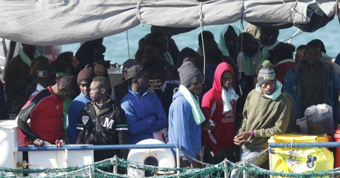 """Naufragio Lampedusa, recuperati corpi senza vita di 5 donne. """"Almeno 20 persone disperse"""""""