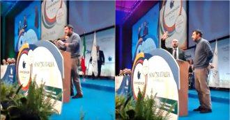 """Rimini, Salvini interviene al meeting di FederAnziani: gruppo di associati lo contesta. Urla e fischi dalla platea: """"Fuori"""""""