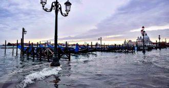 Venezia, tra acqua alta e allarmismo il turismo è in picchiata: disdette al 45%