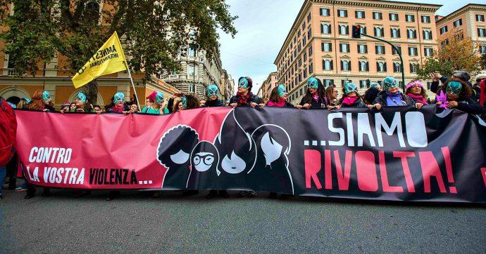 """Violenza sulle donne, Istat: """"Una persona su 4 pensa sia provocata dal modo di vestire"""""""
