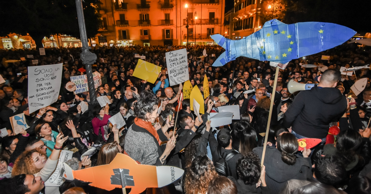 Sardine: per non finire come il popolo viola, devono tener fuori i partiti