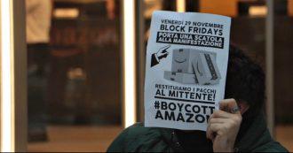 """Milano, protesta di Fridays for future davanti a sede di Amazon: """"Dietro prezzi bassi, c'è sfruttamento di lavoratori e di risorse"""""""