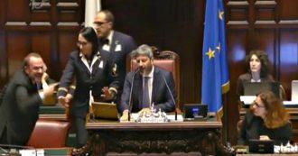 """Mes, Pd accusa la Lega e scoppia la rissa alla Camera. Deputato Liuni (Lega) urla dalla presidenza: """"Vado a prenderlo e gli spacco…"""""""