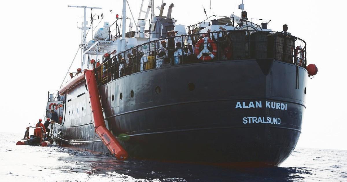 """I giudici con Salvini: """"Le navi delle Ong vadano a casa loro"""""""