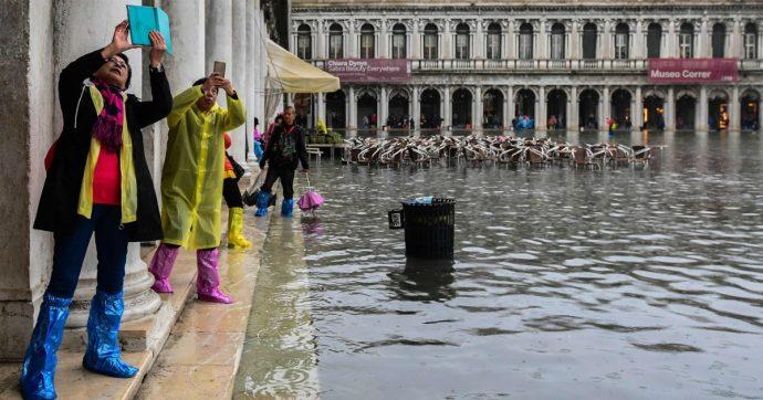 Maltempo, alta marea a Venezia: allagato il 28% del centro storico. Allerta arancione a Genova, gialla in Piemonte