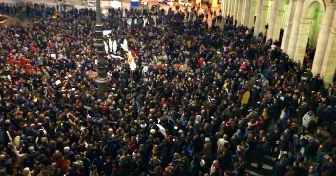 Sardine, Casapound: 'Ci invitano in piazza? Ok, ma non cantiamo Bella Ciao'. I promotori di Bologna: 'Sempre antifascisti, mai aperture'