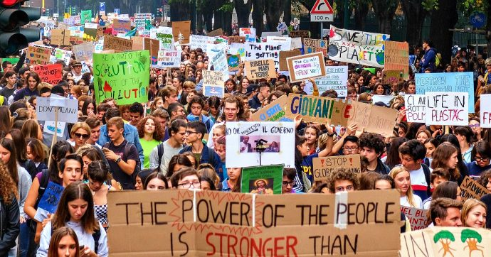 """Sciopero per il clima, quarto appuntamento dei Fridays for future. E il movimento invita in piazza le sardine: """"Obiettivi complementari"""""""