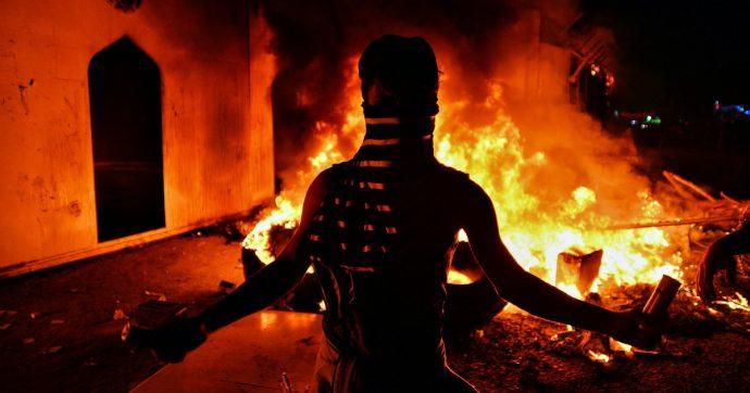 """Iran, intelligence: """"Abbiamo arrestato otto persone legate alla Cia"""". Continuano le proteste: almeno 143 vittime e 7mila arresti"""