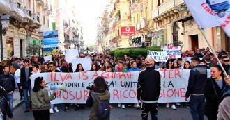 """Taranto, i giovani dei Fridays for Future in piazza coi lavoratori ex Ilva: """"Basta saccheggi da parte delle multinazionali, battaglia per l'Italia"""""""