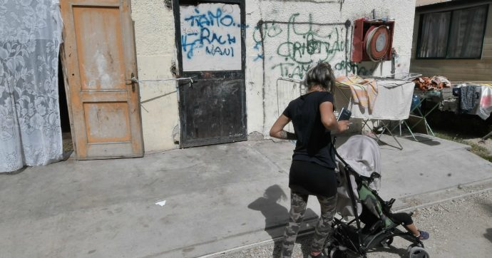 Rom, il 'partito della ruspa' supera il modello dei campi nomadi. Perché Roma non ci riesce?