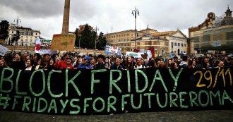 """Sciopero per il clima, organizzatori: """"Più di 300mila in piazza in Italia"""". La protesta anche contro il consumismo: da 'Black' a 'Block Friday'"""