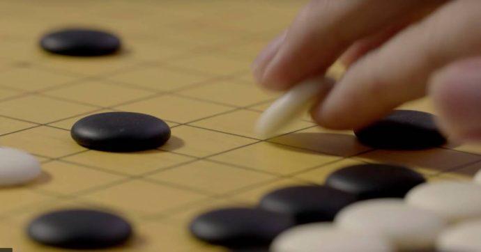 Il campione mondiale di Go si ritira: l'intelligenza artificiale di Google è imbattibile