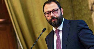 """Whirlpool, l'azienda conferma la chiusura dello stabilimento di Napoli entro il 31/10. Patuanelli: """"Piano industriale ha carenze"""""""