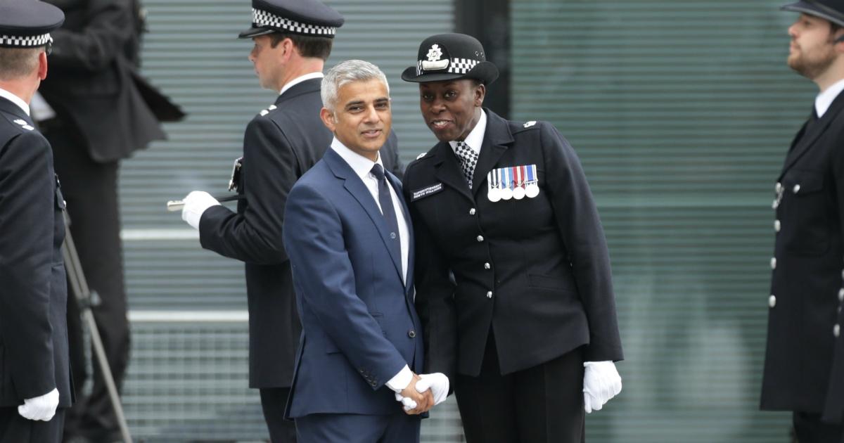 Scotland Yard, poliziotta silurata per un video pedofilo. Basta poco a far fuori un simbolo scomodo