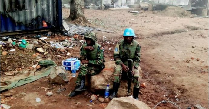 Ebola, attacchi contro gli operatori sanitari e massacri tra i civili in Congo: la popolazione è in rivolta e vuole cacciare la missione Onu