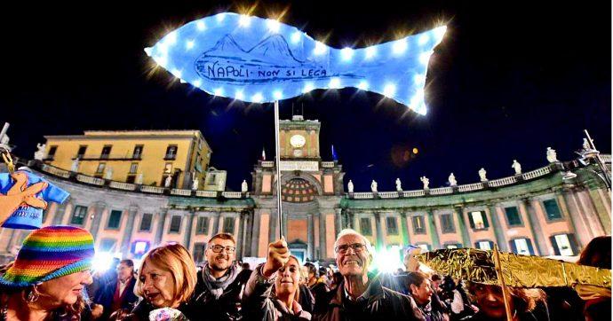 Sardine, flash mob a Napoli con pernacchia collettiva e a Firenze 40mila partecipanti