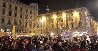"""Le Sardine riempiono Firenze: """"Qui valori di pace e tolleranza. Siamo qui per non sentirci soli"""""""