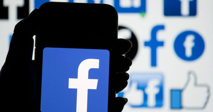 Facebook, il tema scuro è realtà anche in Italia: novità di layout e come attivarlo